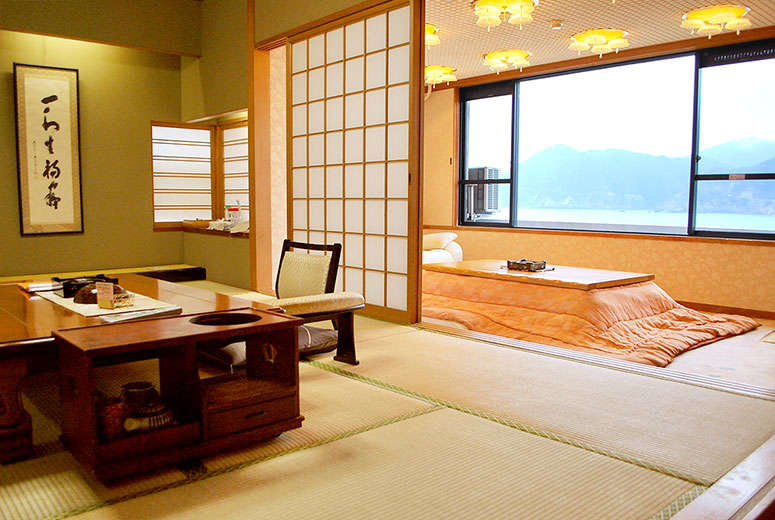 Japanese-style room with open bath
